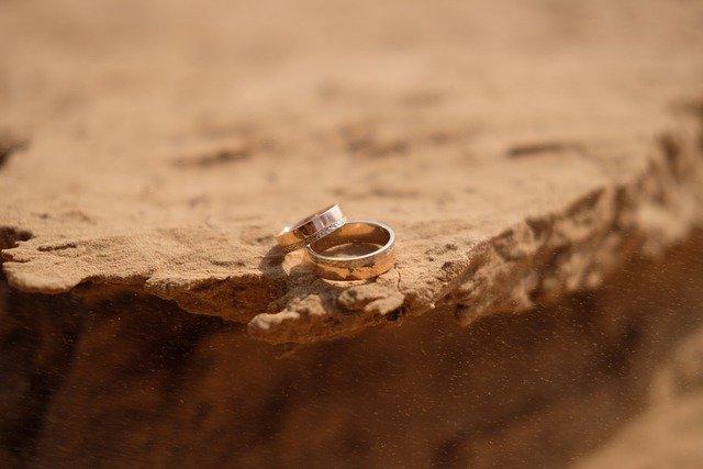 חתונה במדבר VS חתונה בים