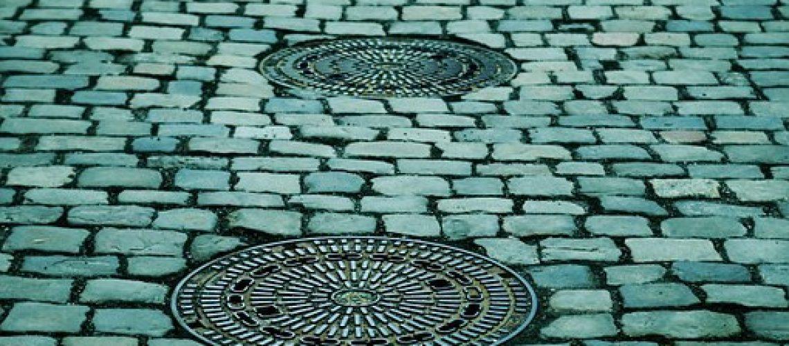 manhole-covers-293578__340[1]