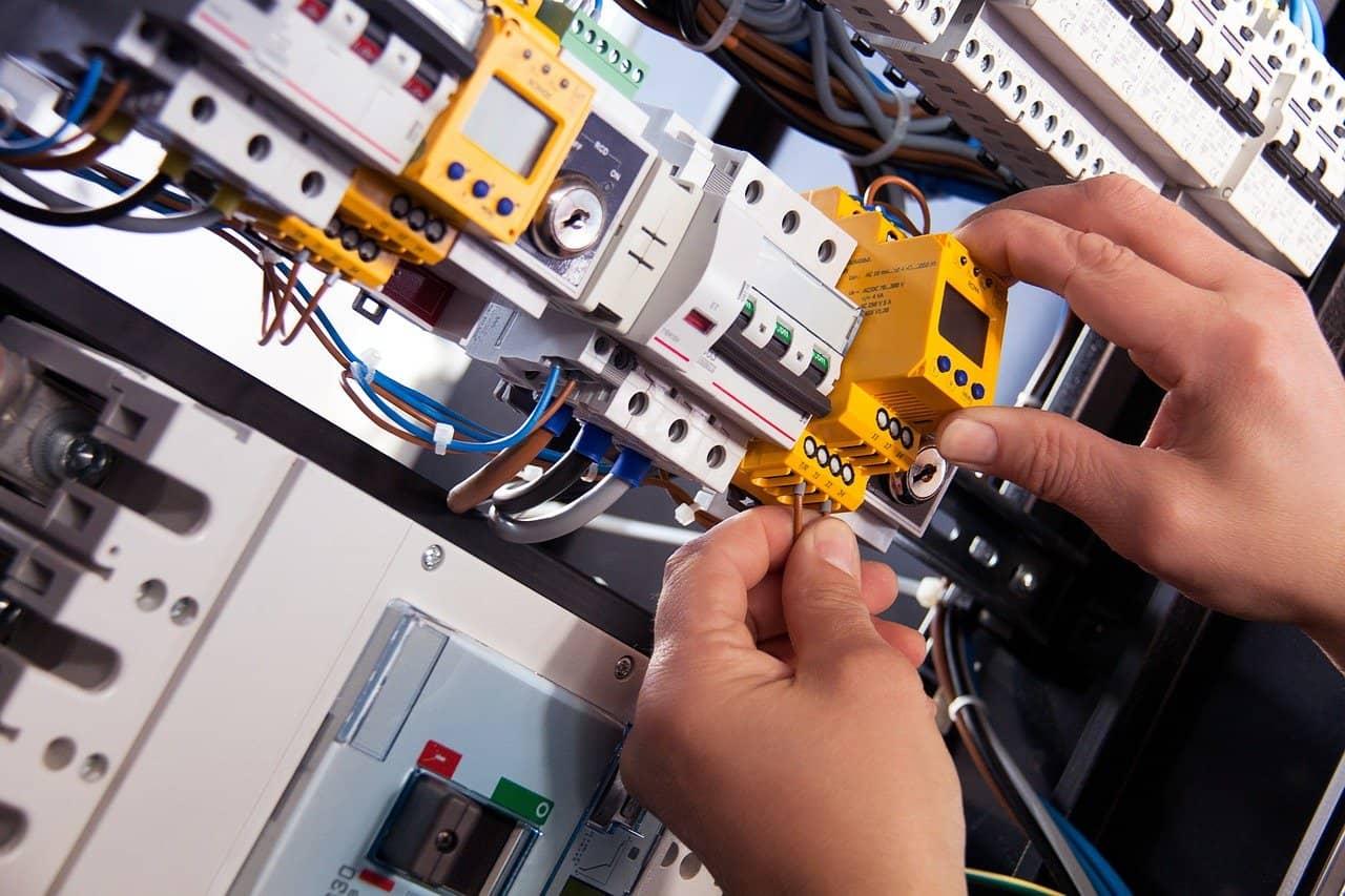 בניית תוכנית חשמל